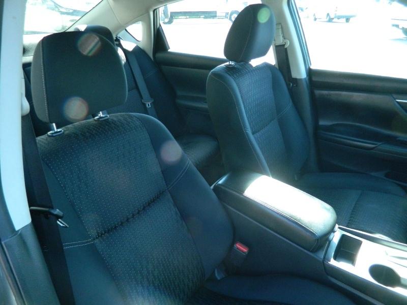 Nissan Altima 2017 price $10,995