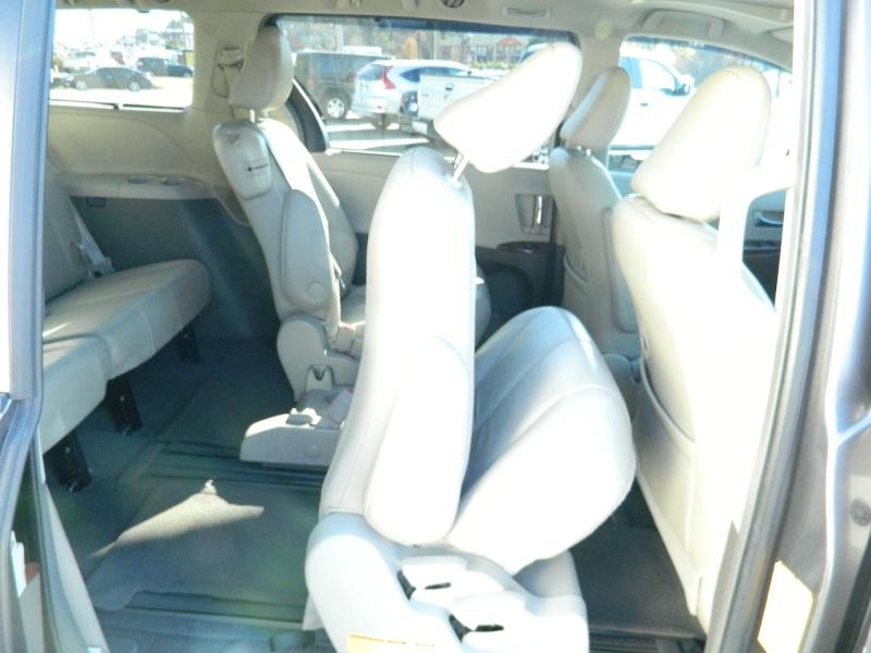 Toyota Sienna 2011 price $12,995
