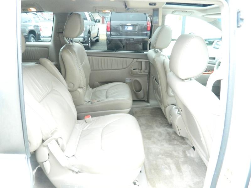 Toyota Sienna 2010 price $10,995