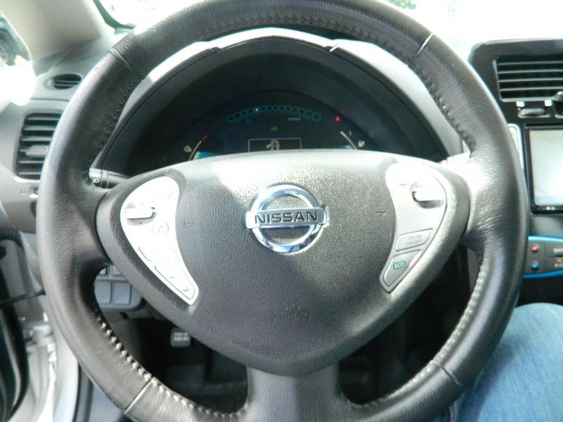 Nissan LEAF 2015 price $10,995