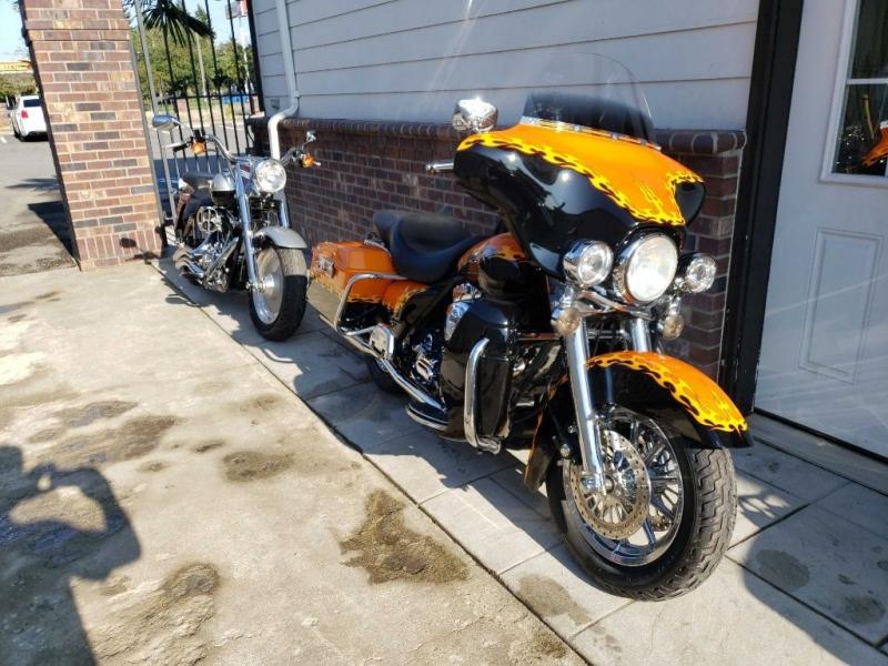 Harley Davidson Street glide 1999 price $6,995