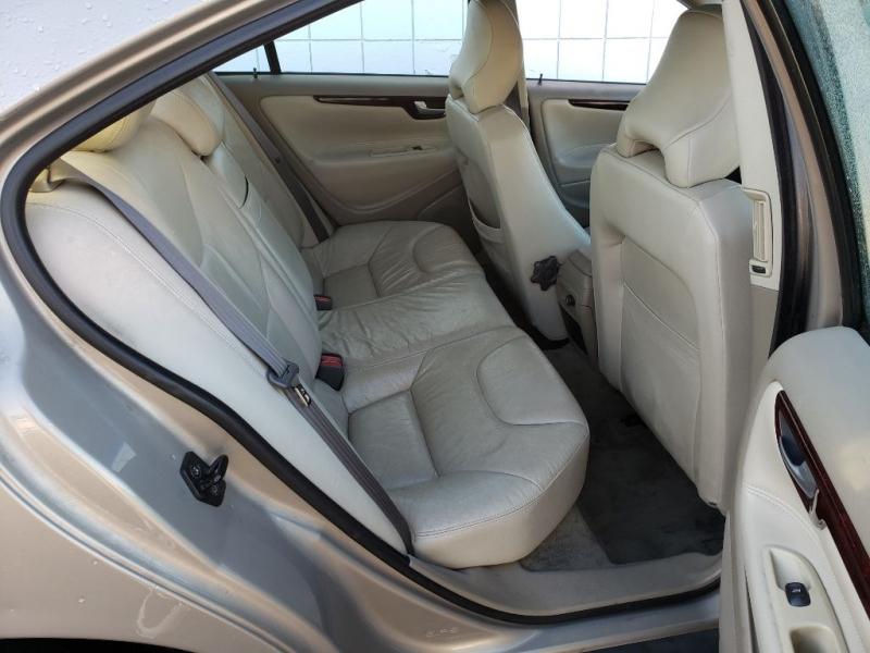 VOLVO S60 2004 price $1,995