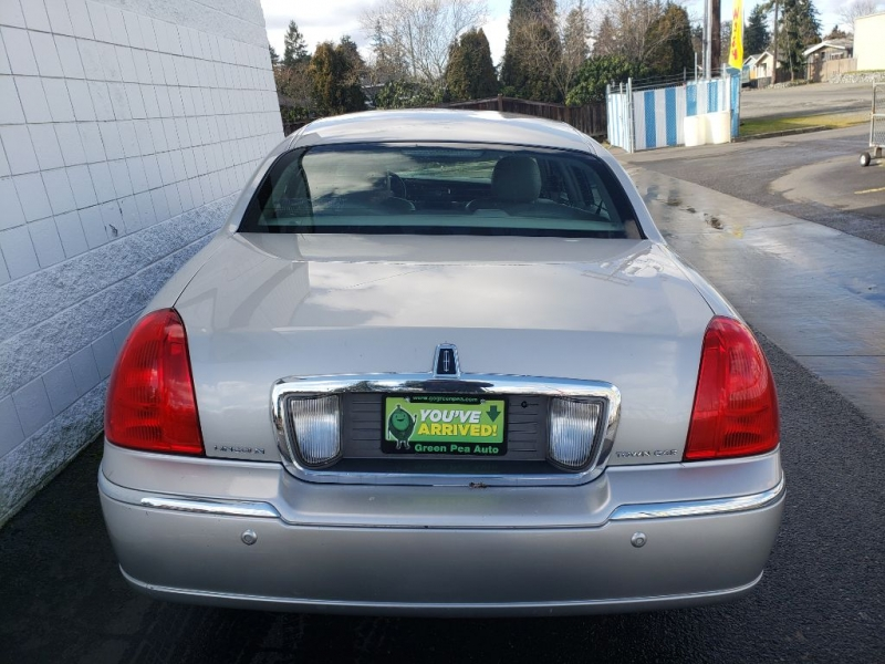 LINCOLN TOWN CAR 2005 price $1,999