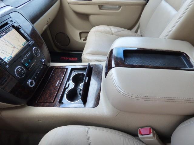 GMC Yukon XL 2011 price $20,990