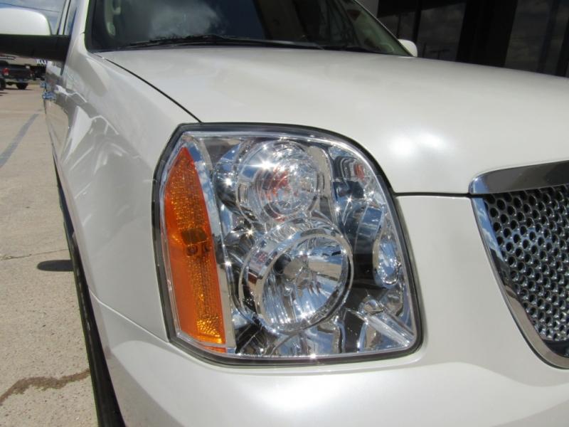 GMC Yukon Denali 2009 price $20,990