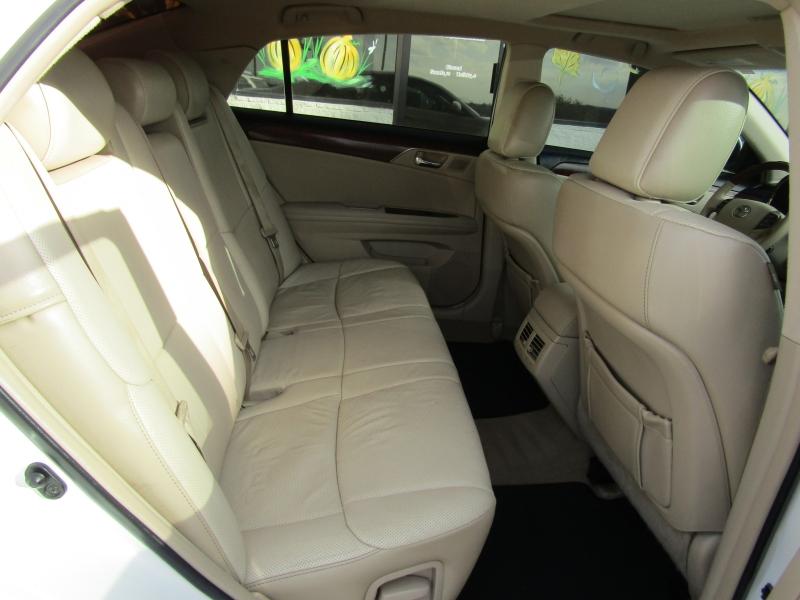 Toyota Avalon 2011 price $15,990