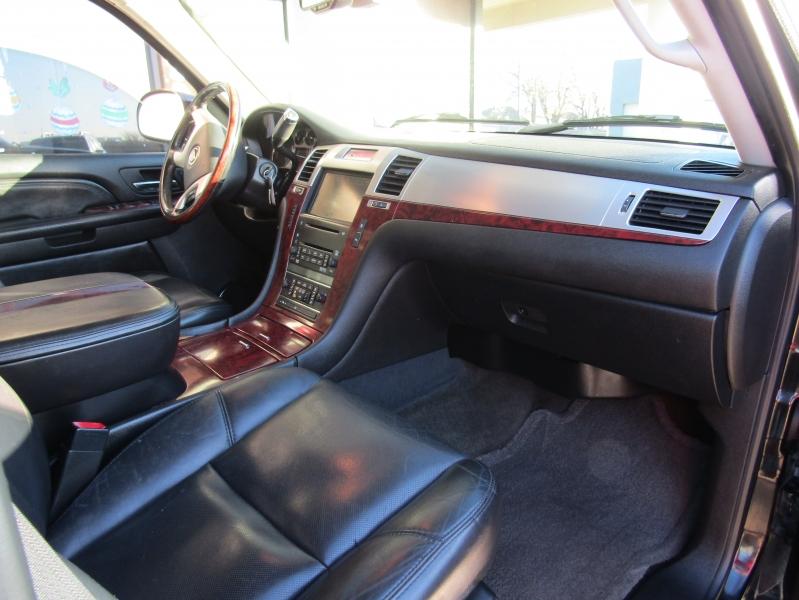Cadillac Escalade 2007 price $20,990