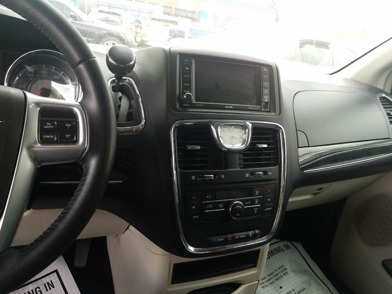 Chrysler Town and Country 2012 price $6,500