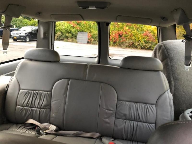 Chevrolet Suburban 1999 price $7,995
