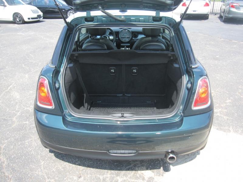 Mini Cooper Hardtop 2010 price $5,995