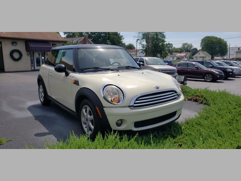 Mini Cooper Hardtop 2010 price $5,300