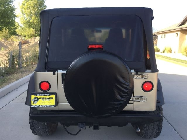 Jeep Wrangler 2005 price $11,995