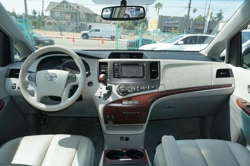 Toyota Sienna 2014 price $18,900