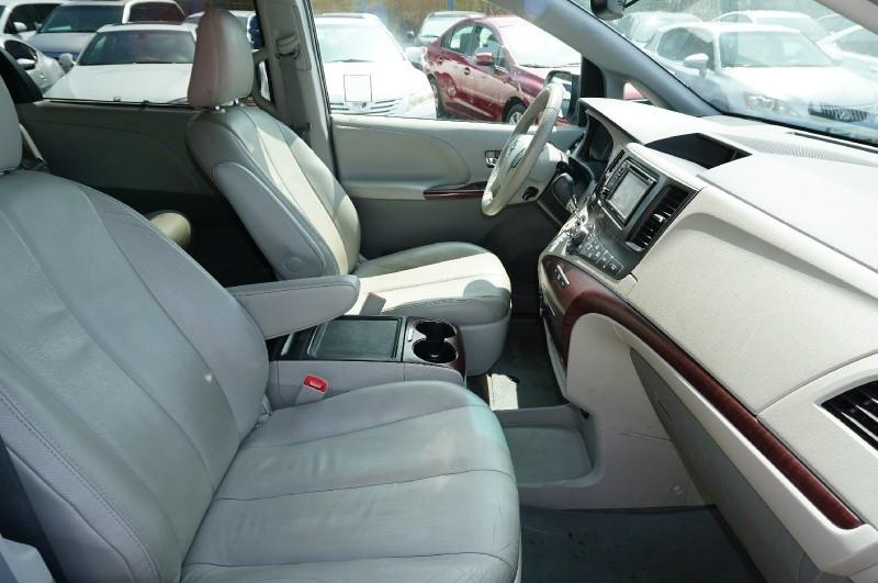 Toyota Sienna 2014 price $17,900