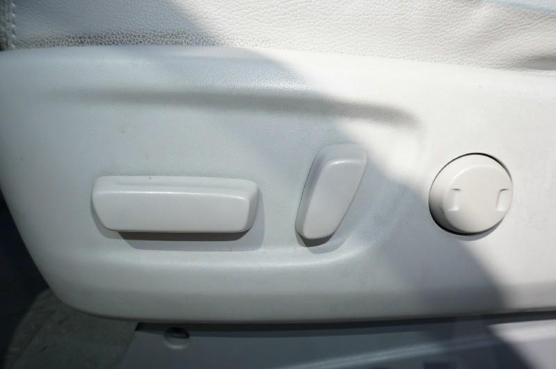 Toyota Sienna 2013 price $16,900