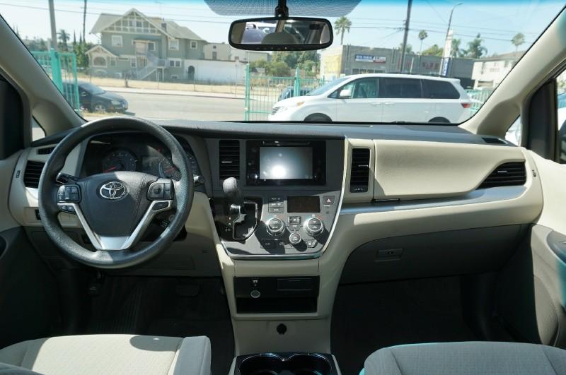 Toyota Sienna 2015 price $18,900