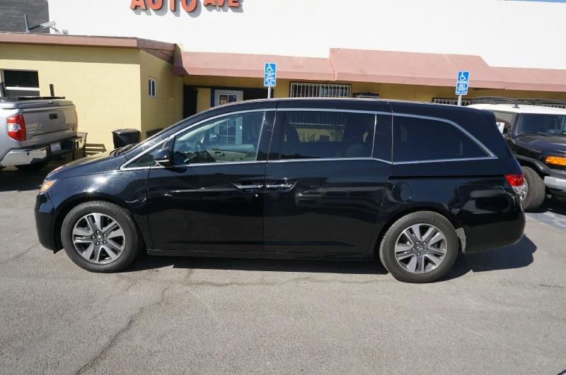 Honda Odyssey 2017 price $28,900