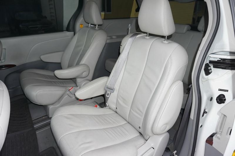 Toyota Sienna 2013 price $15,900