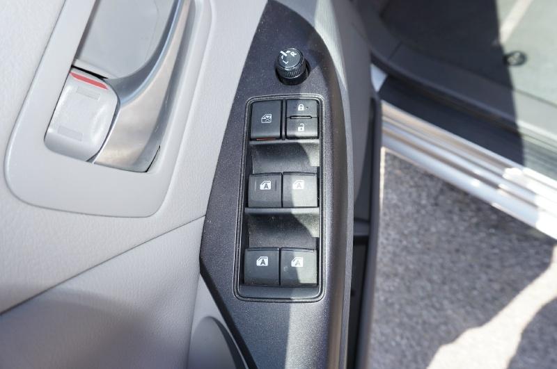 Toyota Sienna 2016 price $20,900