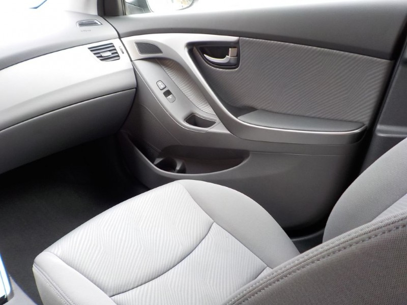 Hyundai Elantra 2012 price $7,400