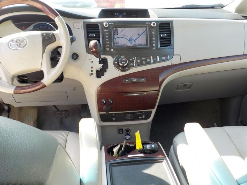 Toyota Sienna 2013 price $12,900
