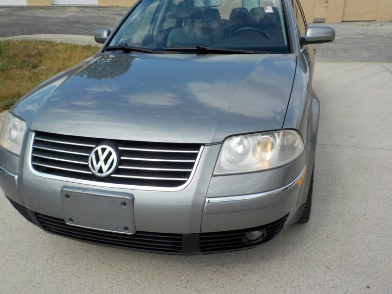 Volkswagen Passat 2003 price $1,900