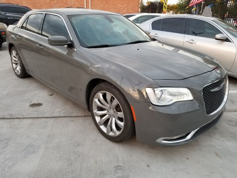 Chrysler 300 2017 price $14,999 Cash