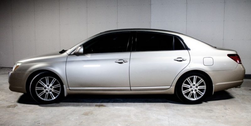 Toyota Avalon 2005 price $5,999 Cash