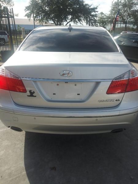 Hyundai Genesis 2009 price $8,999 Cash