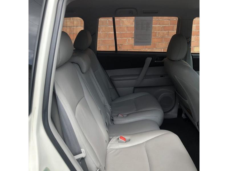 Toyota Highlander 2011 price $9,999