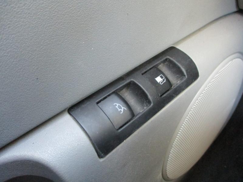 Volkswagen New Beetle Coupe 2005 price $3,895 Cash