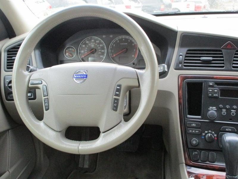 Volvo V70 2005 price $3,995 Cash