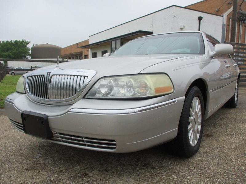 Lincoln Town Car 2004 price $5,495 Cash