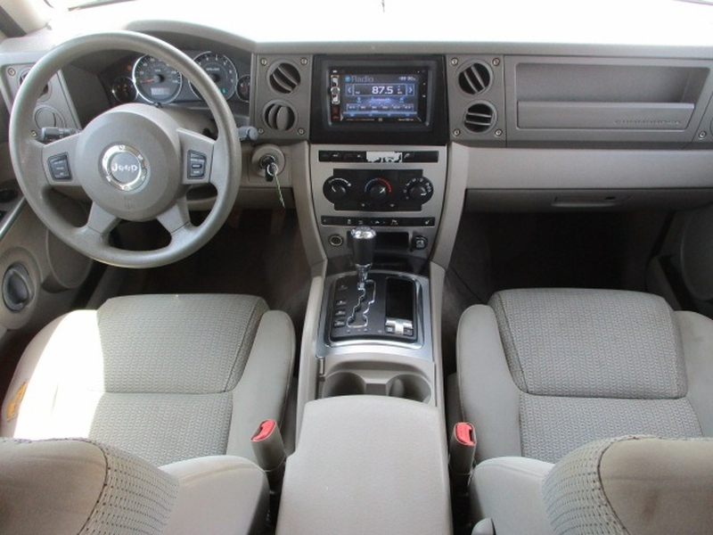 Jeep Commander 2006 price $3,995 Cash