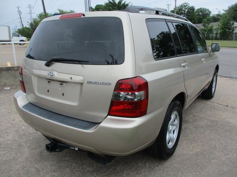 Toyota Highlander 2005 price $5,795 Cash
