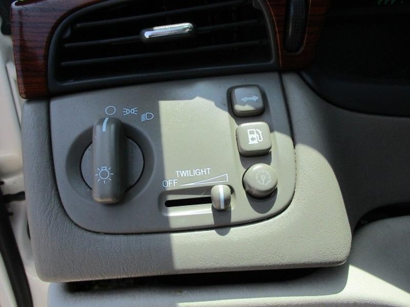 Cadillac DeVille 2002 price $3,995 Cash