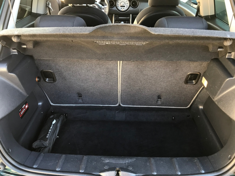 Mini Cooper Hardtop 2004 price $4,995