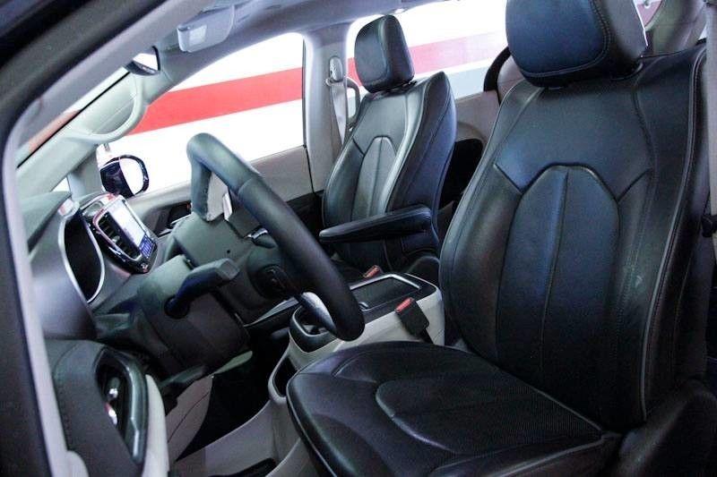 Chrysler Pacifica 2018 price $29,450