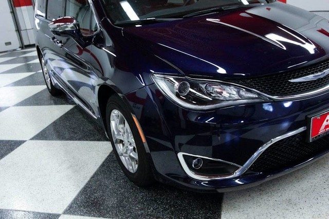 Chrysler Pacifica 2018 price $27,400