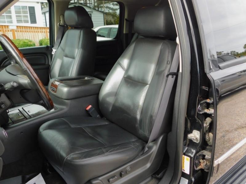 GMC Yukon XL 2011 price $17,900