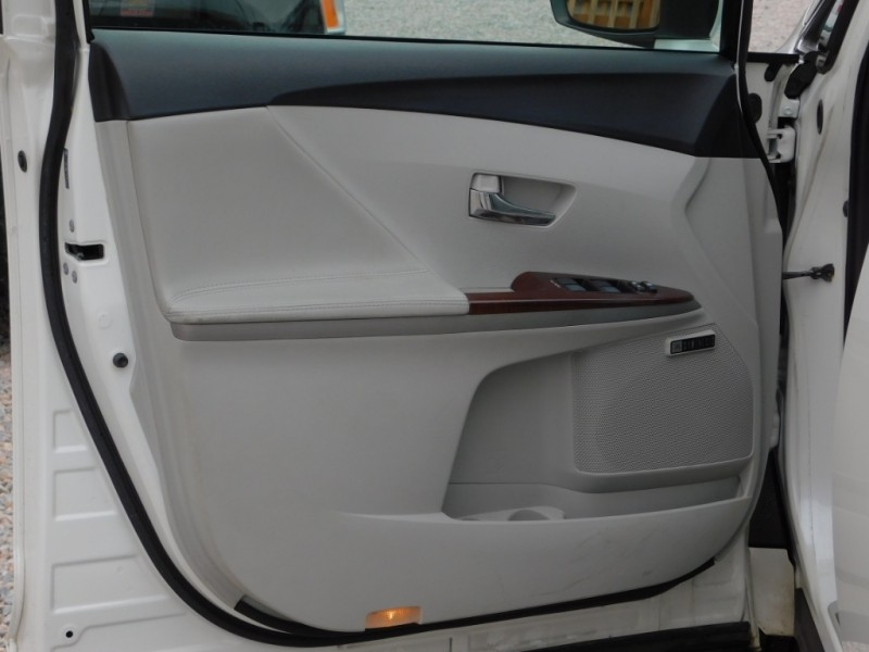 Toyota Venza 2010 price $11,900