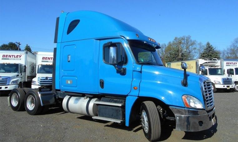 Freightliner - 2015 price $51,950