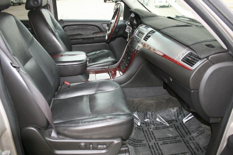 Cadillac Escalade 2007 price $10,500