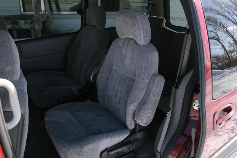 Pontiac Montana 2005 price $3,499