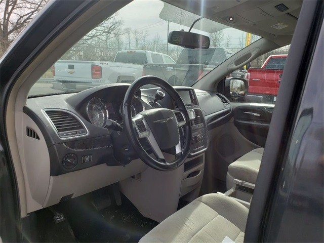 CHRYSLER TOWN AND COUNTR 2012 price $6,999