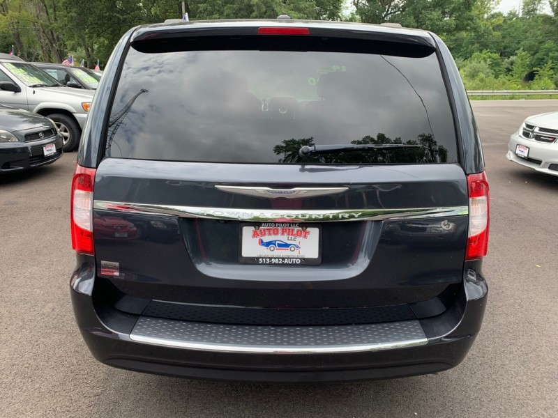 CHRYSLER TOWN & COUNTRY 2014 price $9,900