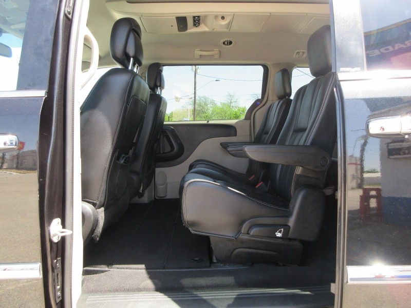Chrysler Town & Country 2012 price $12,797