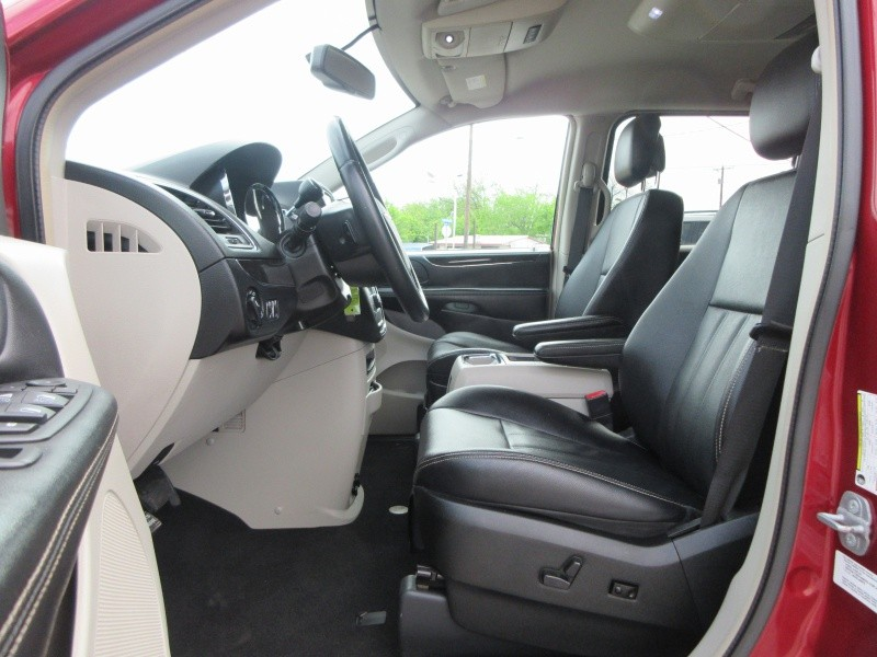 Chrysler Town & Country 2014 price $12,497