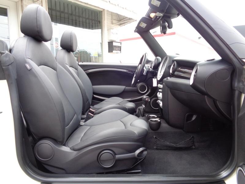 Mini Cooper Convertible 2010 price $10,497