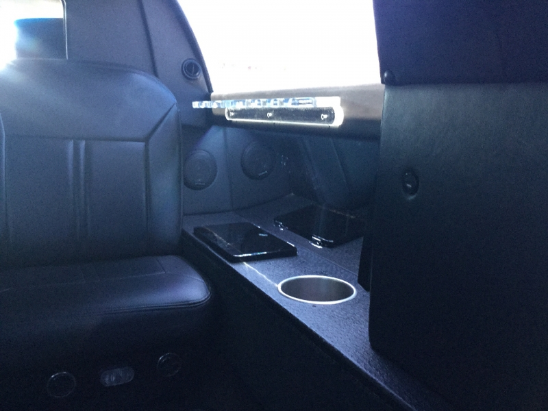 Lincoln Town Car 2011 price $7,795